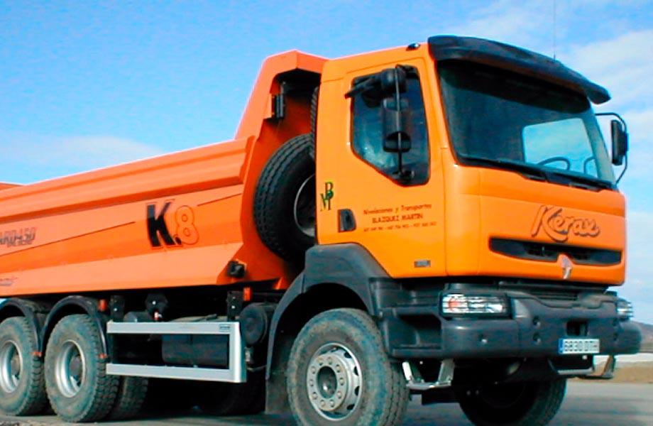 Blazquez Martín Obras Civiles y Medioambientales - Parque Maquinaria - Alquiler Camión Dumper 3 ejes y otros
